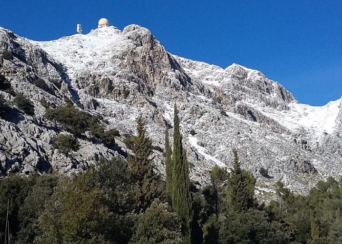 Снег в горах Сьерра де  Трамонтана  на острове Мальорка