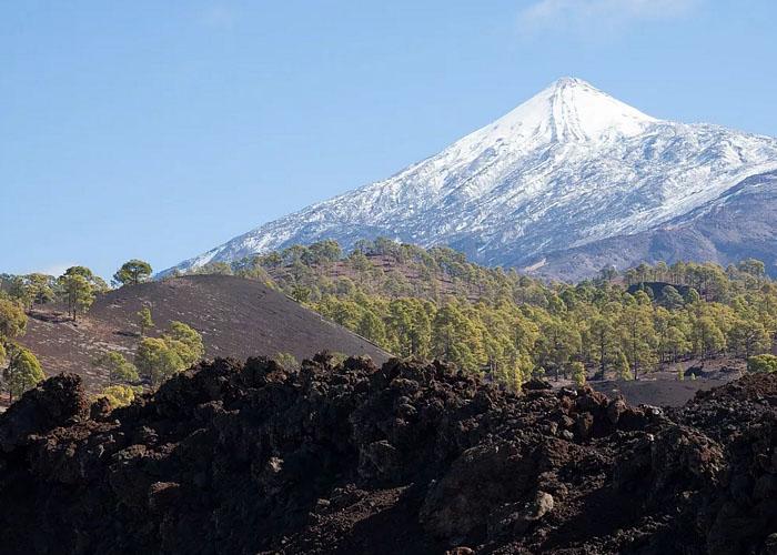 Снег на вершине вулкана Тейде (о. Тенерифе)