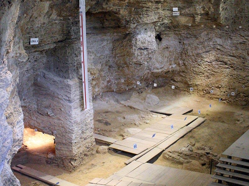 Стоянка древних испанцев Абрик Романи в Каталонии