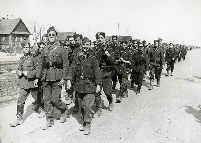 Бойцы испанской Голубой дивизии возвращаются с Восточного фронта