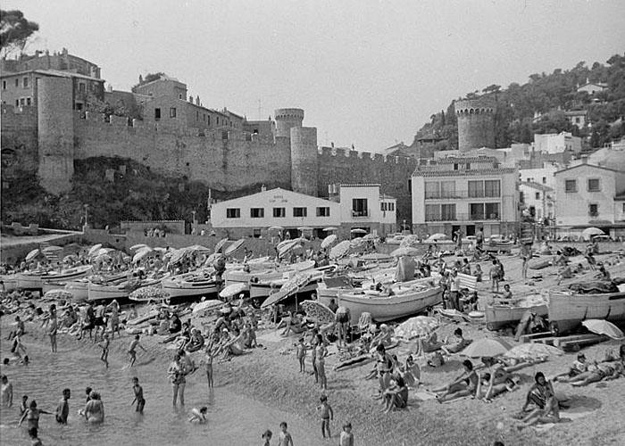 Развитие туризма в �спании. Пляж Тосса де Мар в 1974 г.