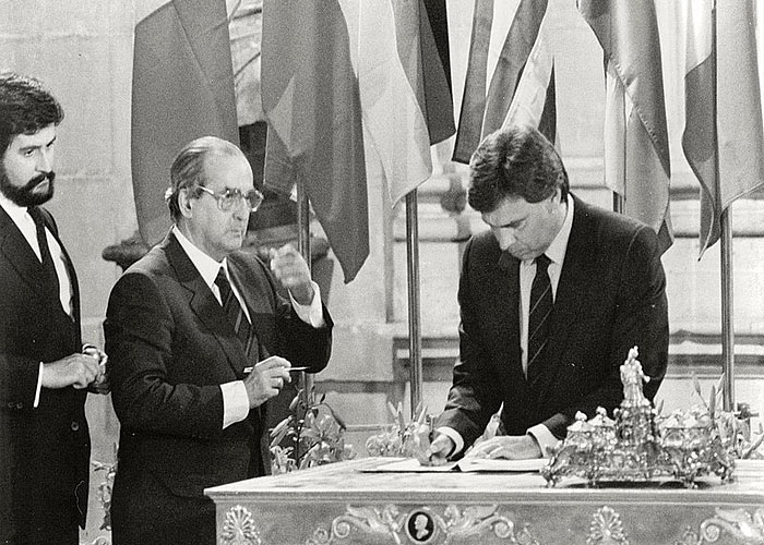 Ф. Гонсалес подписывает договор о присоединении �спании к ЕЭС (1985 г.)
