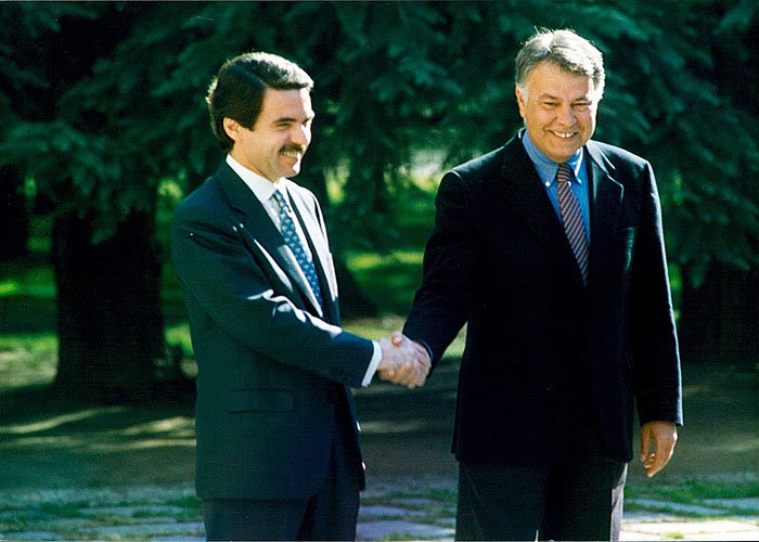 Ф.Гонсалес и Х.М. Аснар перед передачей полномочий (1996 г.)