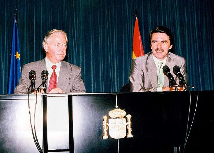 Председатель правительства �спании  Х.М.Аснар на встрече с Президентом Европейского союза Жаком Сантером (1996 г.)