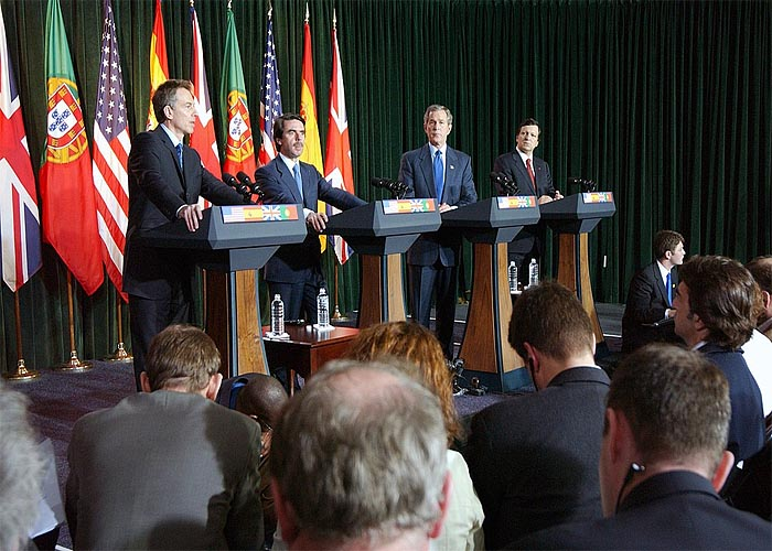 Т. Блэр, Х. М. Аснар, Дж. Буш и Д. Баррозу во время пресс-конференции на Азорских островах 17 марта 2003 года