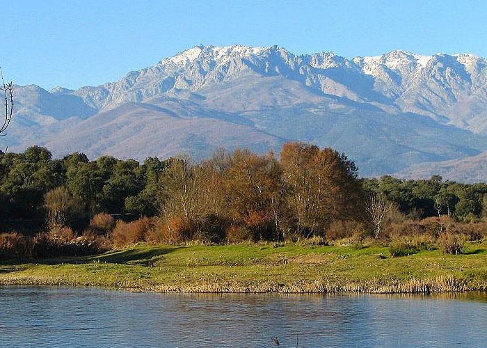 Гора Альмансор - высочайшая точка Центральной Кордильеры (2592 м)
