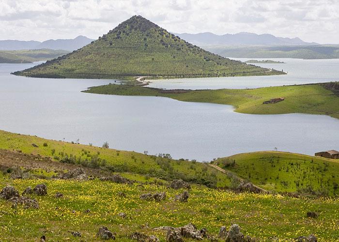 Водохранилище Серена (Embalse de La Serena) - самый крупный искусственный водоем �спании