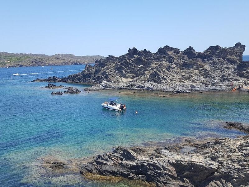 Остров Портльигат (Illa de Portlligat) в Каталонии