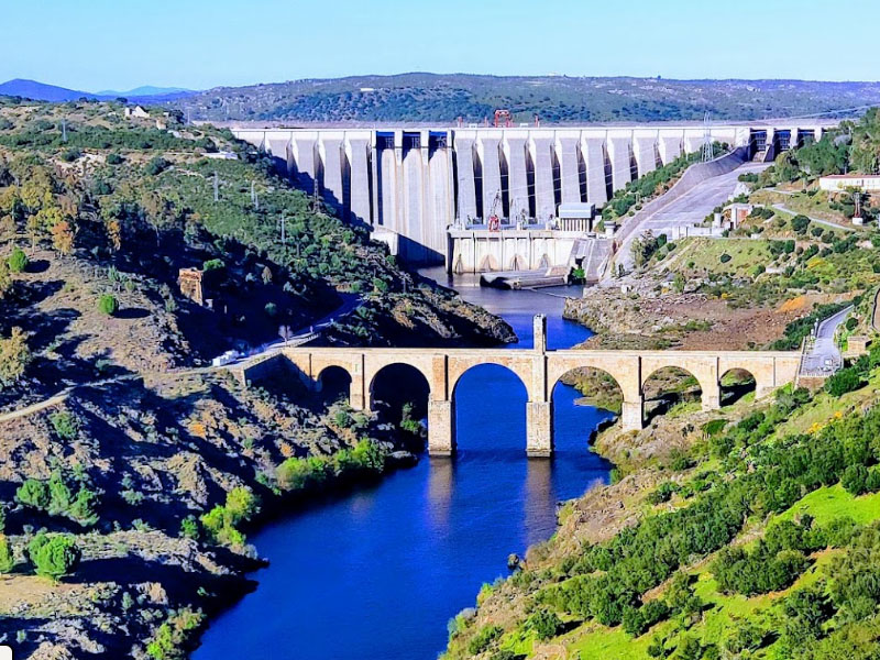 Река Тахо (Тежу) в районе города Алькантара